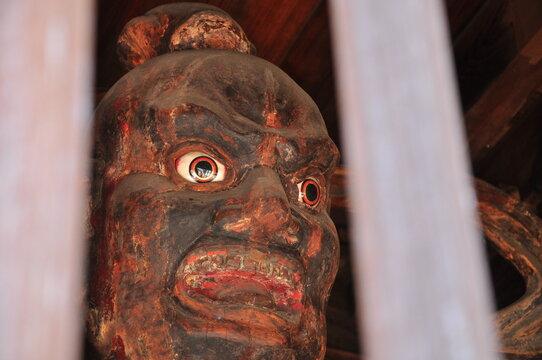 鎌倉の神社の守り神・仁王像の目