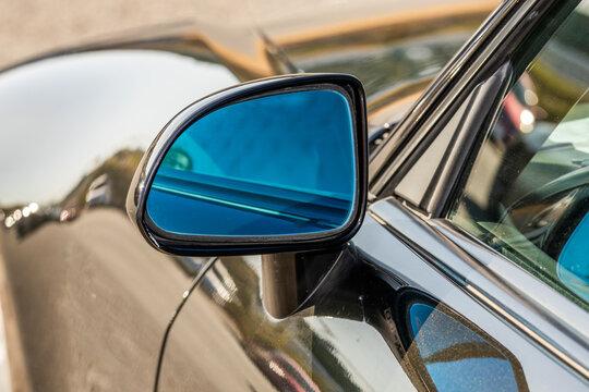 バックミラー outer rear-view mirror