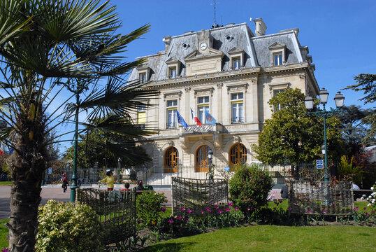 Ville de Nogent-sur-Marne, l'Hôtel de Ville et ses jardins, département du Val de Marne, France