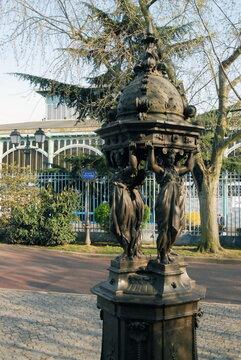 Ville de Nogent-sur-Marne, Fontaine Wallace devant le Pavillon Baltard, département du Val de Marne, France