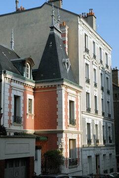 Ville de Nogent-sur-Marne, maison de style en briques rouges dans le centre ville, département du Val de Marne, France
