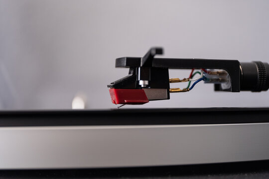 Closeup Image of a Turntable Stylus