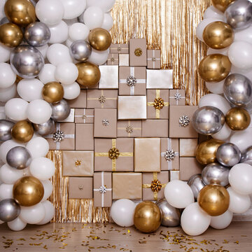 Wall decoration in golden and silver color with gifts and air balloons