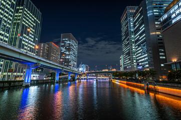大阪堂島川にかかる渡辺橋北詰から東側を見て。阪神高速池田線(左側)、10月23日、日本 Fotomurales