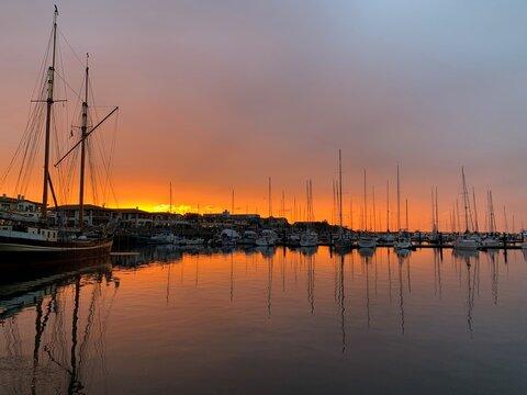 Sonnenuntergang im Hafen