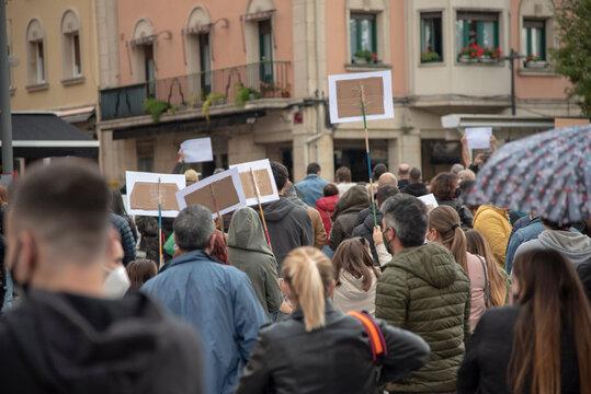 manifestación por las restricciones de la pandemia. covid-19. Hosteleria y leyes.