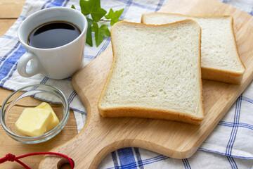 食パンとコーヒーとバター