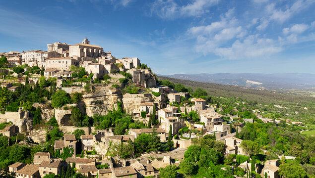 View of hilltop village Gordes in Provence, France
