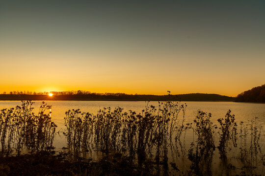 Herbst am Wasser Sonnenuntergang Abendrot