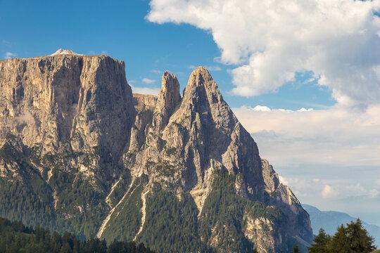 Auf der Seiser Alm, Alpe di Siusi, mit Blick auf den Schlern, Sciliar, Südtirol