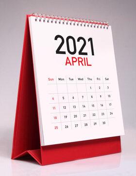 Simple desk calendar 2021 - April