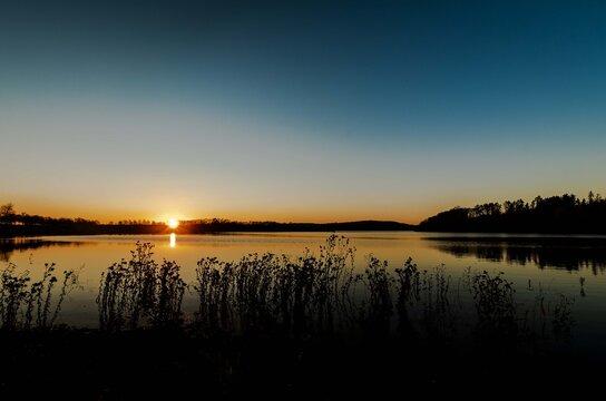 Herbst am Wasser Sonnenuntergang Abendrot Silhouette