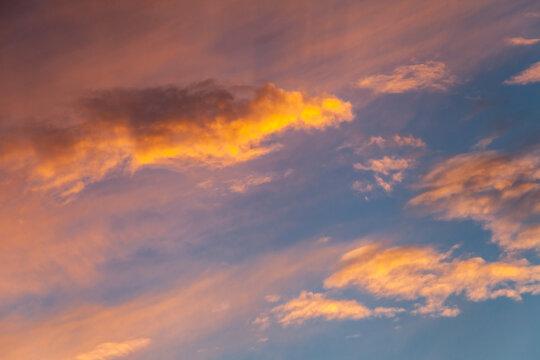 Allassac (Corrèze, France) - Ciel nuageux au coucher du soleil
