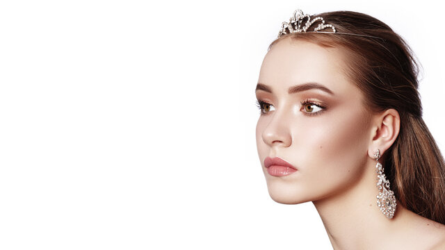 Beautiful Bride Wearing Fashion Wedding Accessories with Luxury Makeup, Hairstyle. Celebrate Make-Up. Brilliant Jewelry