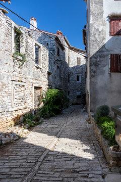 In den engen Gassen von Bale Valle in Kroatien,