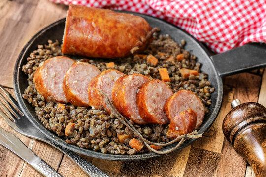 saucisses de Morteau et lentilles carottes