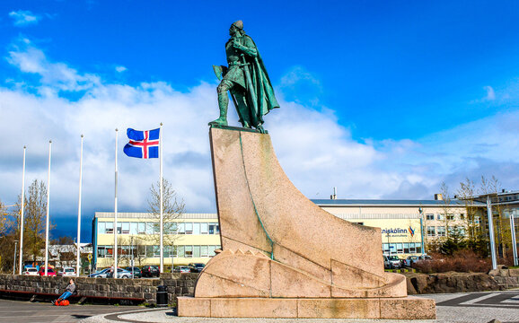 Statue of explorer Leif Erikson in front of Hallgrimskirkja (church of Hallgrimur). Reykjavik, Iceland