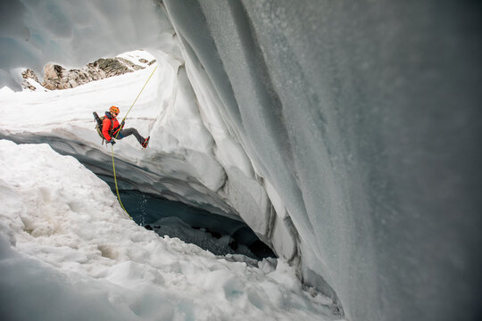Mountaineer rappels into glacier crevasse to search for lost hikers