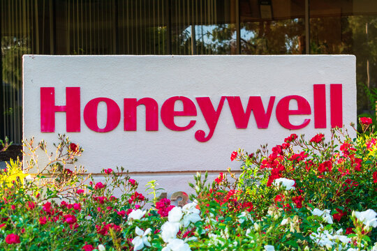 Honeywell logo displayed at headquarters in Silicon Valley. Honeywell International Inc. is an American conglomerate company operating in various industries - Sunnyvale, CA, USA - 2020
