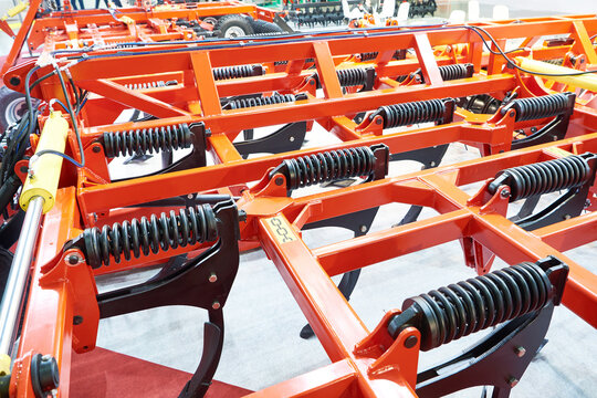 Universal cultivator with spring struts at exhibition