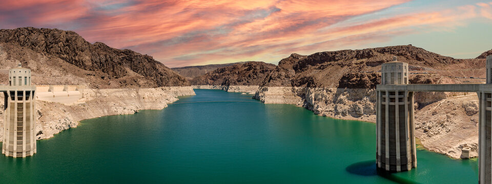 Landscape view of the Lake Mead National Recreation Area in the US during sunset