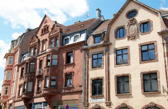 Ville de Sarreguemines, façade typique de la période allemande, département de la Moselle, France