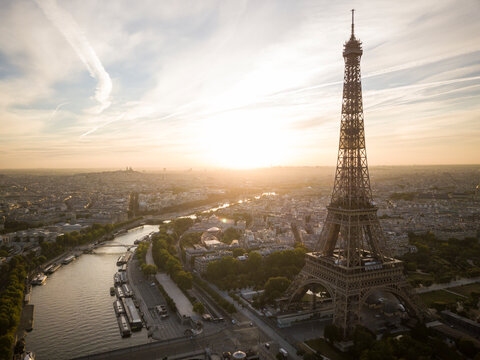 Eiffel Tower and River Seine at dawn, Paris, Ile-de-France, France