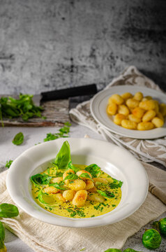Gnocchi in curry sauce