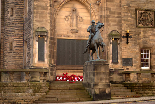 Galashiels War Memorial and statue in November