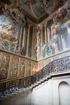 Main entrance of the Hampton court, 18th century wing with paintings.