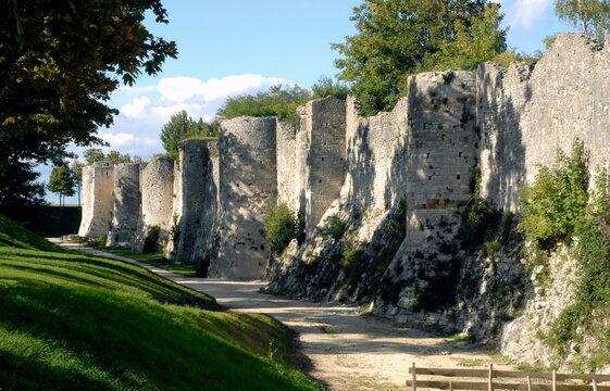 ville de Provins, remparts de la Cité Médiévale, département de Seine-et-Marne, France