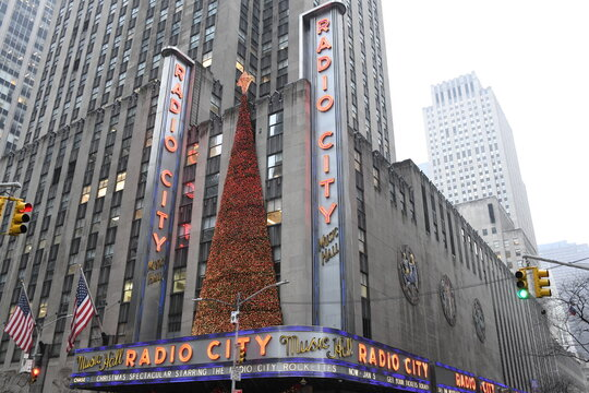 """In der Radio City Music Hall in New York ist die weltberühmte """"Radio City Christmas Spectacular"""" zu sehen. USA, 2. Dezember 2019"""