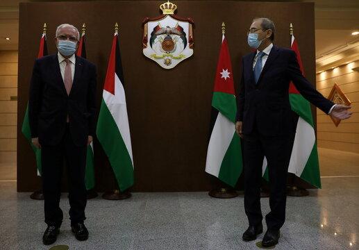Jordanian Foreign Minister Ayman Safadi meets with his Palestinian counterpart Riyad al-Maliki in Amman
