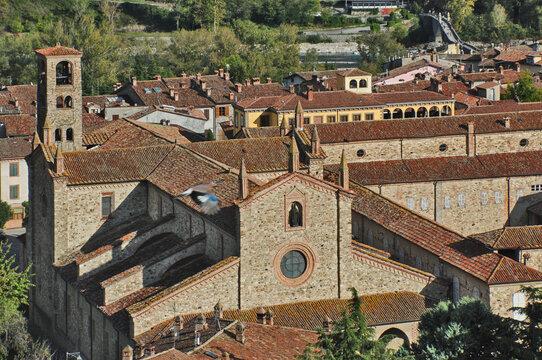Bobbio, l'Abbazia di San Colombano dal Castello Malaspina dal Verme - Piacenza