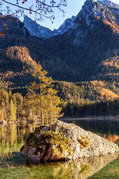 Herbsttag am Hintersee , ein Gemeindeteil der Gemeinde Ramsau bei Berchtesgaden.