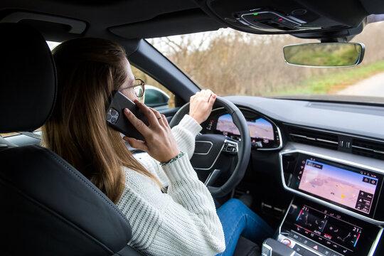 Telefonieren während der Fahrt