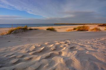 Morze Bałtyckie,wakacje,biały piasek,wydmy plaża,trawa,Kołobrzeg,Polska.