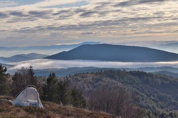 Polskie góry, Beskid Wyspowy,  namiot w górach