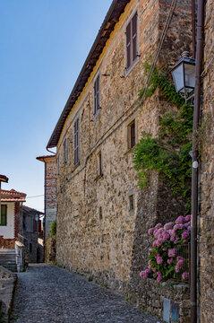 In den Straßen der Altstadt von Castiglione del Terziere in Bagnone in der Toskana in Italien