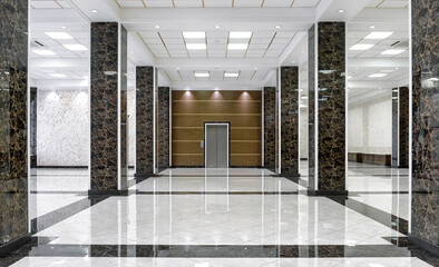 Obraz Clean floor in commercial lobby, marble shiny tiles in office hall - fototapety do salonu