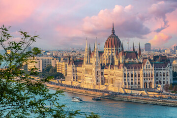Wall Mural - Aerial view of Budapest parliament andt the Danube river at sunset, Hungary