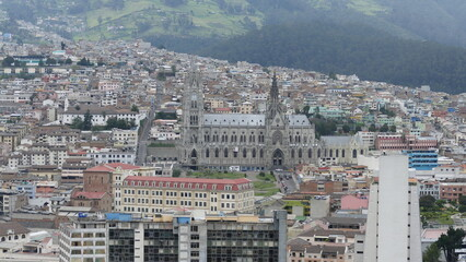 Quito, Ecuador, ist mit 2850 m über dem Meeresspiegel die höchstgelegene Hauptstadt der Welt. Sie...