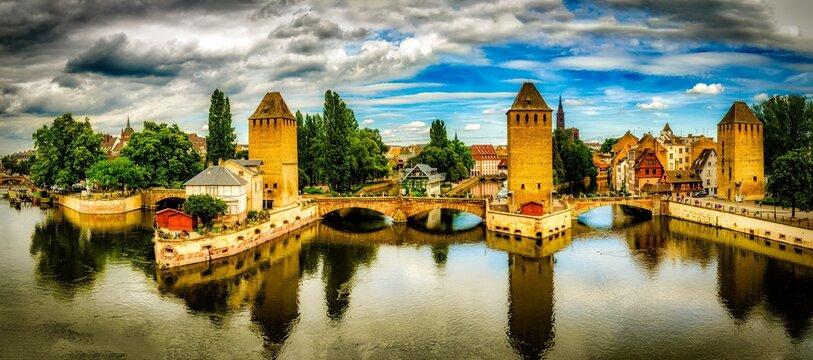 Panorama hdr Gedeckte Brücken in Strassburg