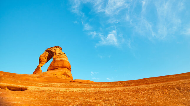 Delicate Arch at sunset, Arches National Park, Utah, US.
