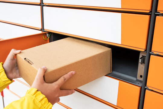 Post lockers terminal and parcel delivery