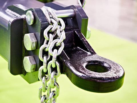 Metal chain and trailer drawbar