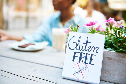 'Gluten free' sign at pavement cafe