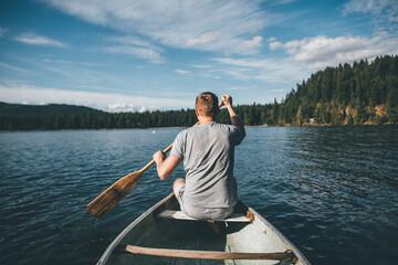 Canada, British Columbia, man in canoe on Cultus Lake Fototapete