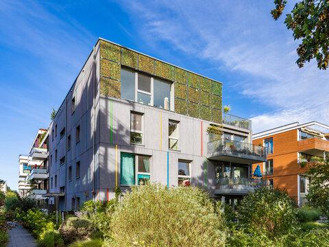 Germany, Baden-Wurttemberg, Tubingen, Modern energy efficient apartment buildings inÔøΩLustnau quarter