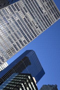 Moderne Hochhäuser im Financial District von New York in Lower Manhattan. United Staates of Amerika, 1. Dezember 2019.